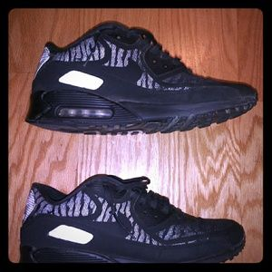 Mens Nike Airmax 90. ALL BLACK